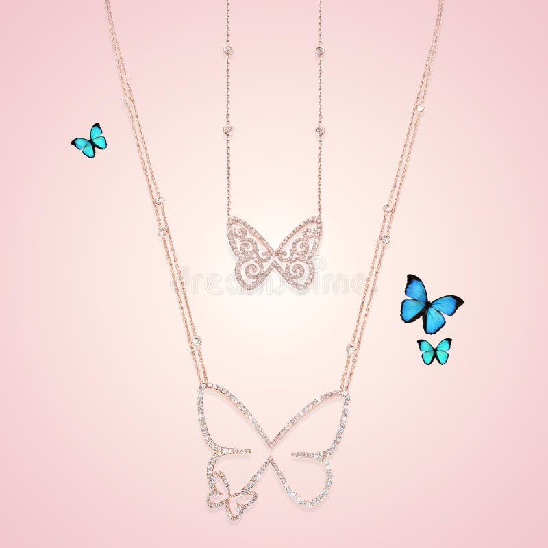 Colliers de bijoux d'or de diamant avec le papillon photos libres de droits