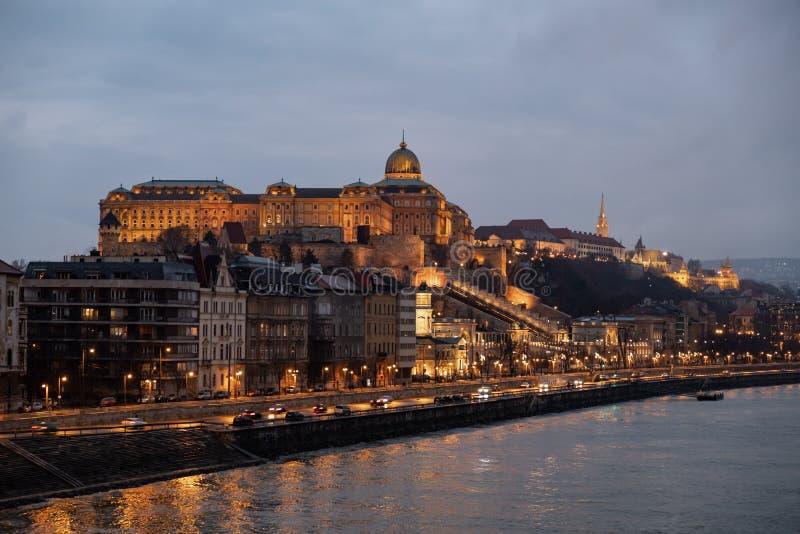 Collina del castello, Budapest, Ungheria alla notte fotografia stock
