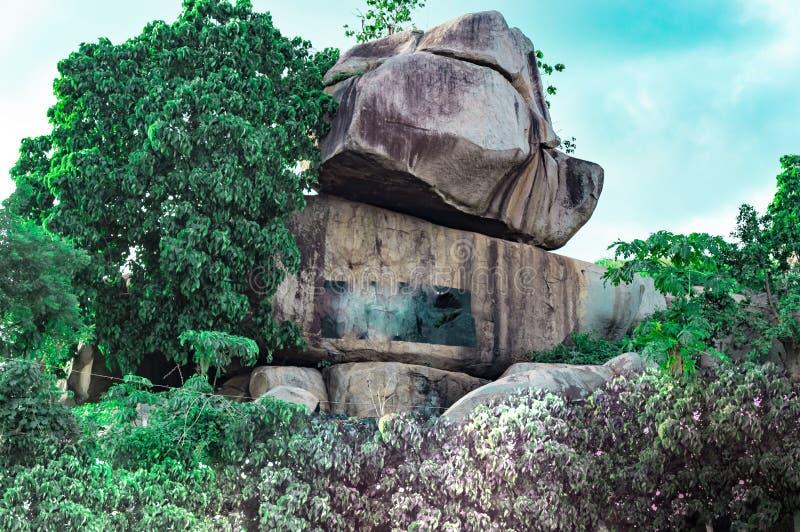 Collina del ` di lori di gbokuta di Okuta del ` nella difficoltà Ekiti Nigeria fotografie stock libere da diritti