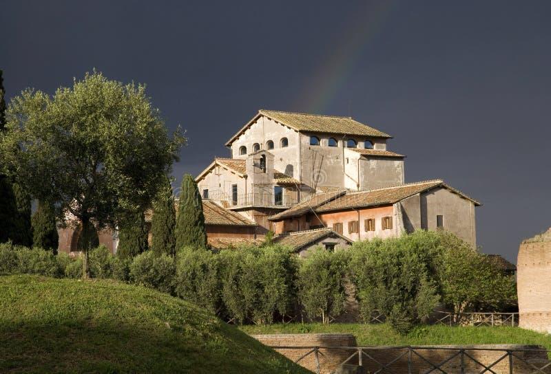 Collina del palatino di Roma Italia, l'arcobaleno, la nuvola di tempesta della storia dell'archeologia le rovine dei mura di matt fotografie stock libere da diritti