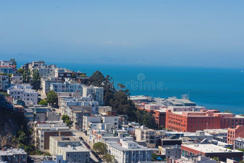 Collina del telegrafo dalla collina e da San Francisco Bay russi, California immagini stock