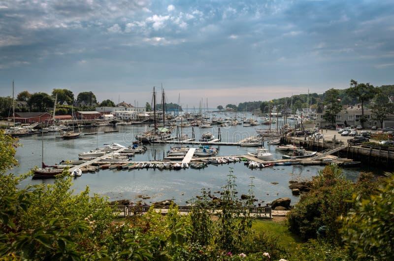 Collina di Camden Harbor From Atop Park immagini stock libere da diritti