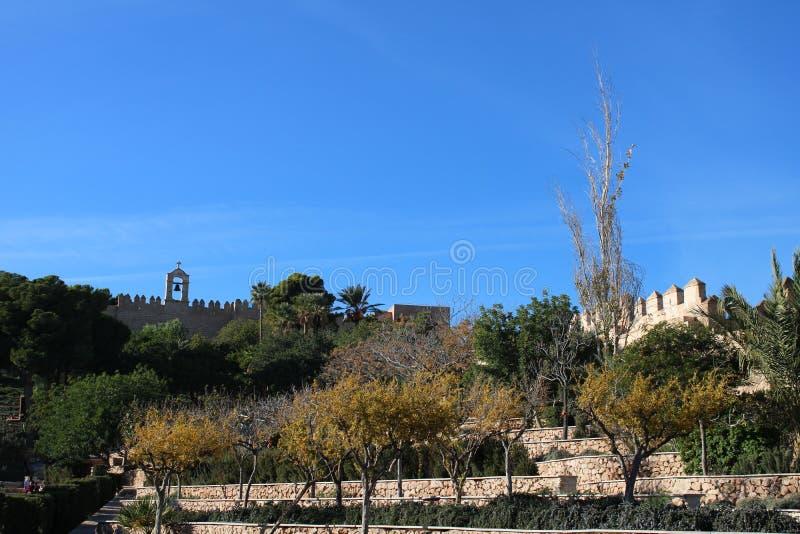 Colline avec le château antique photo libre de droits