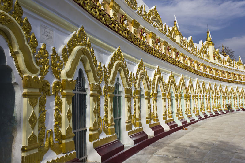Colline d'U Min Thonze Buddhist Temple On Sagaing image libre de droits