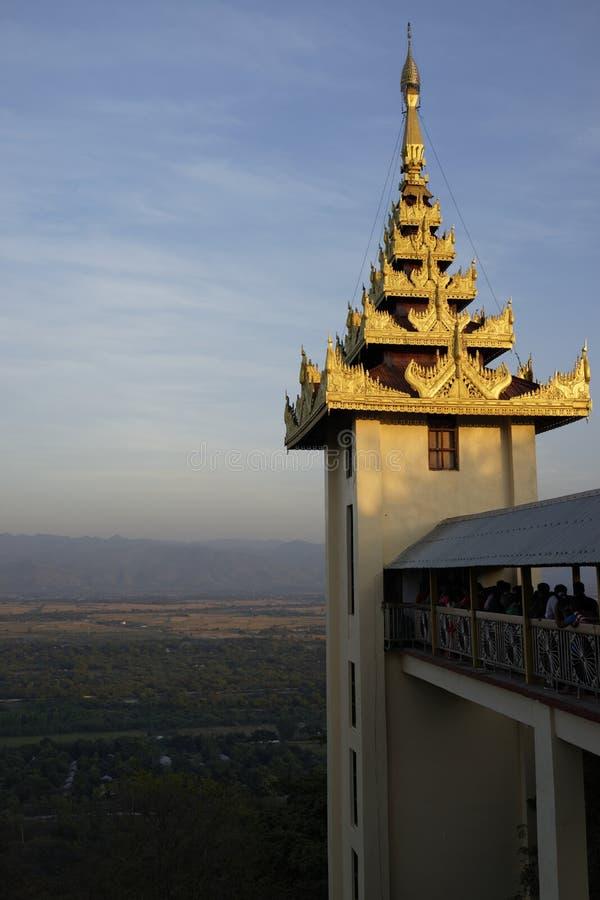 Colline de Mandalay au coucher du soleil image stock