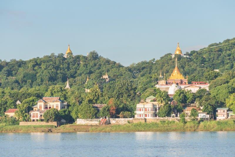 Colline de Sagaing, région de Mandalay, Myanmar image stock