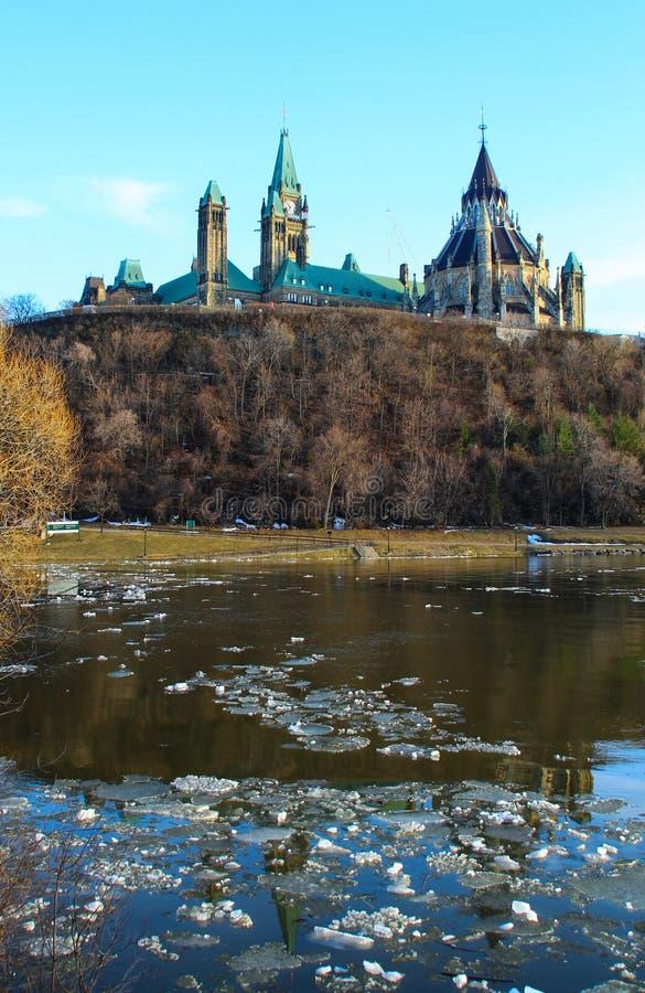 Colline du Parlement et la Chambre canadienne du Parlement photographie stock