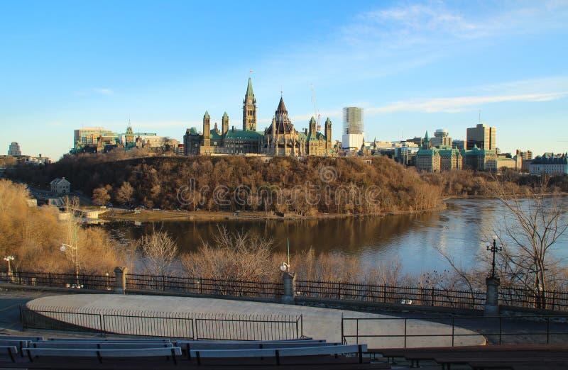 Colline du Parlement et la Chambre canadienne du Parlement photographie stock libre de droits