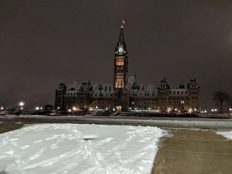 Colline du Parlement pendant la nuit d'hiver photographie stock