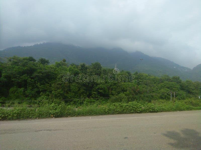 colline et route intéressantes de vue photographie stock