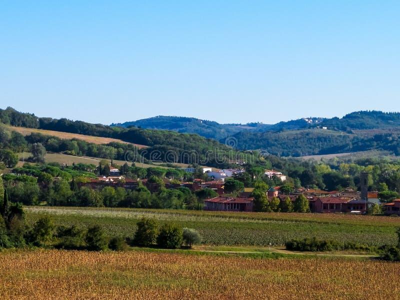 Collines, champs et pr?s - vues typiques de la Toscane photo libre de droits