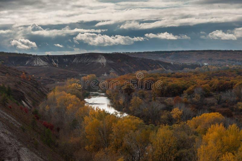 Collines crayeuses d'automne image libre de droits