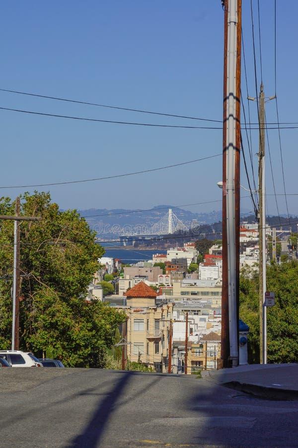 Collines d'étape dans la vue de San Francisco sur l'horizon photos libres de droits