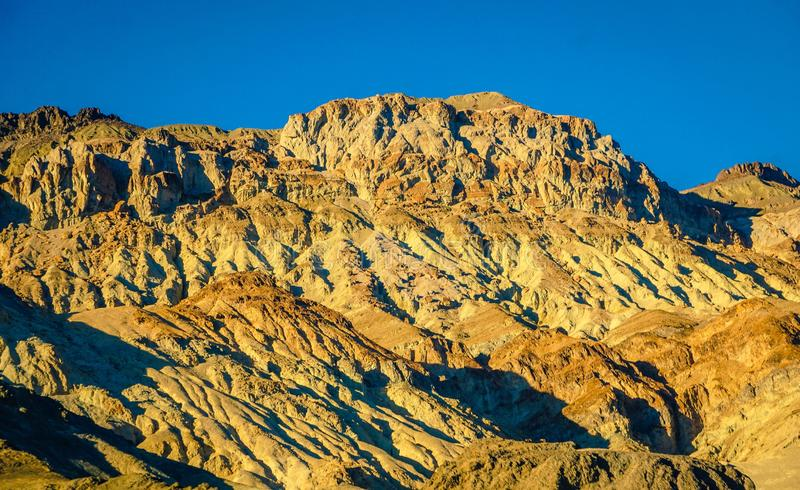 Collines d'or dans Death Valley images stock