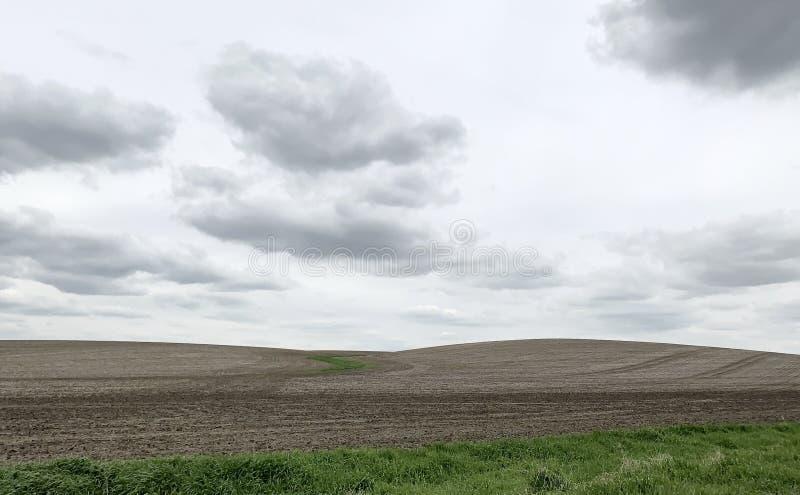 Collines de ferme sur l'horizon dans la campagne de l'Iowa images libres de droits