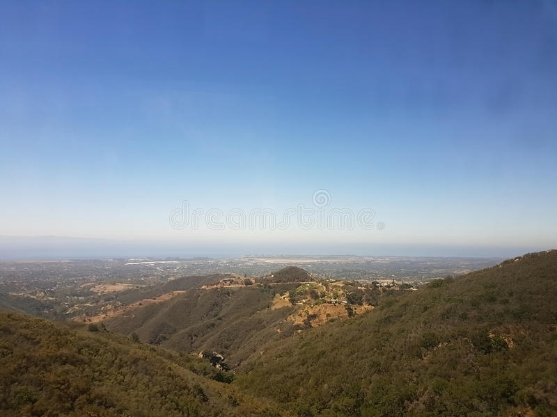 Collines donnant sur Santa Barbara image stock