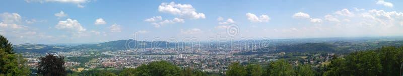 Collines en bois de montagne de Linz Autriche images stock