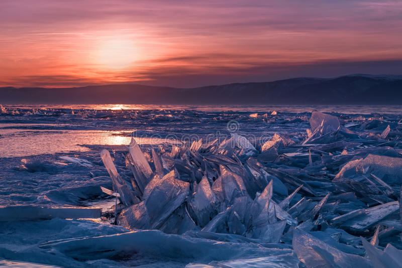 Collinette del ghiaccio del lago Baikal fotografia stock libera da diritti