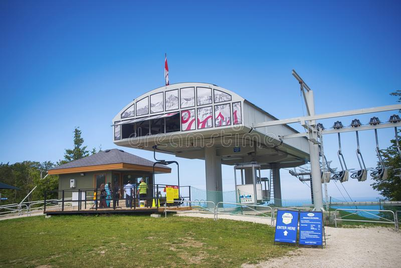 COLLINGWOOD, CANADA - JULI 20, 2017: Mening van gondelchairli stock foto's