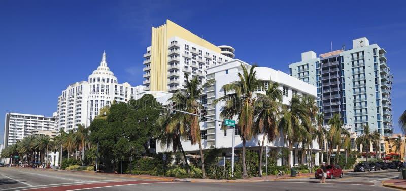 Collins Avenue Art Deco horisont i Miami Beach, Florida arkivbild