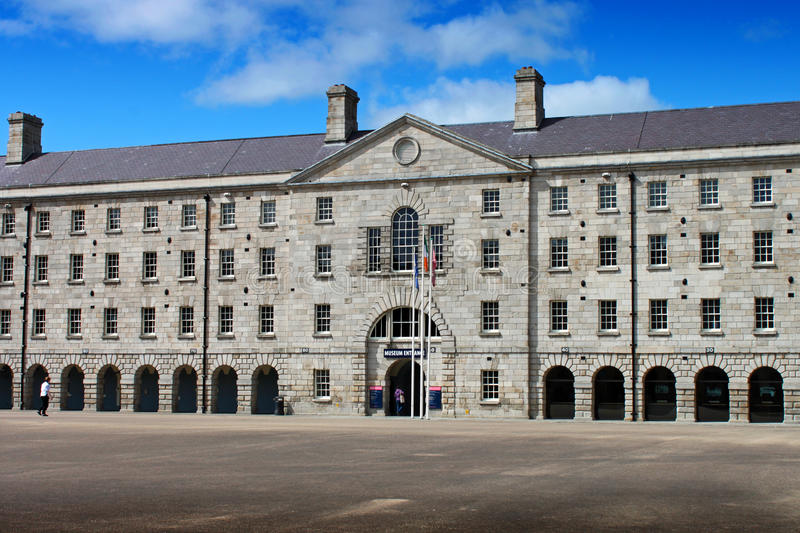 Collins Barracks a entrada principal de Dublin imagem de stock royalty free