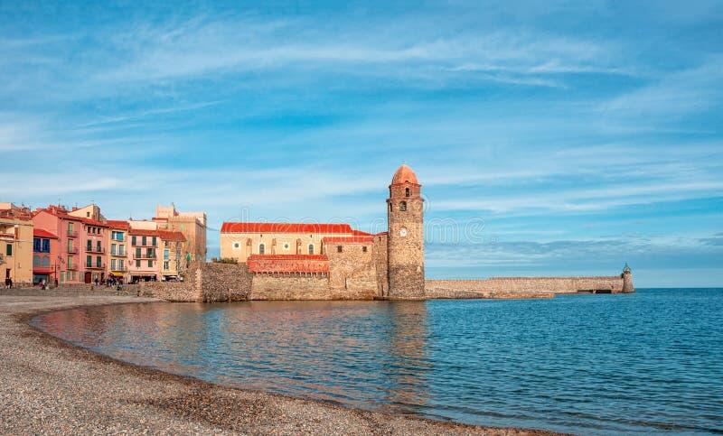 Collioure, Frankrijk Collioure` s kerk, Notre Dame des Anges en stock foto
