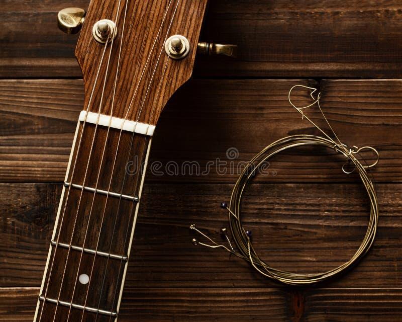 Collo e corde della chitarra fotografia stock
