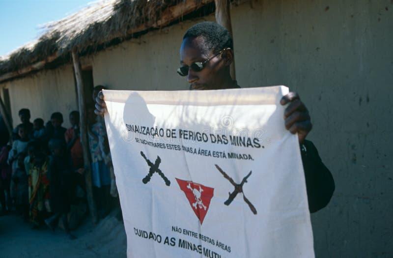 Colloquio di consapevolezza della mina terrestre in un accampamento in Angola fotografie stock libere da diritti