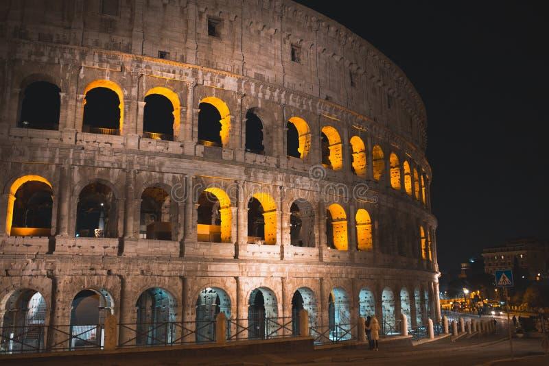 Colloseum bij nacht - Roman Heritage Rome Italy stock foto