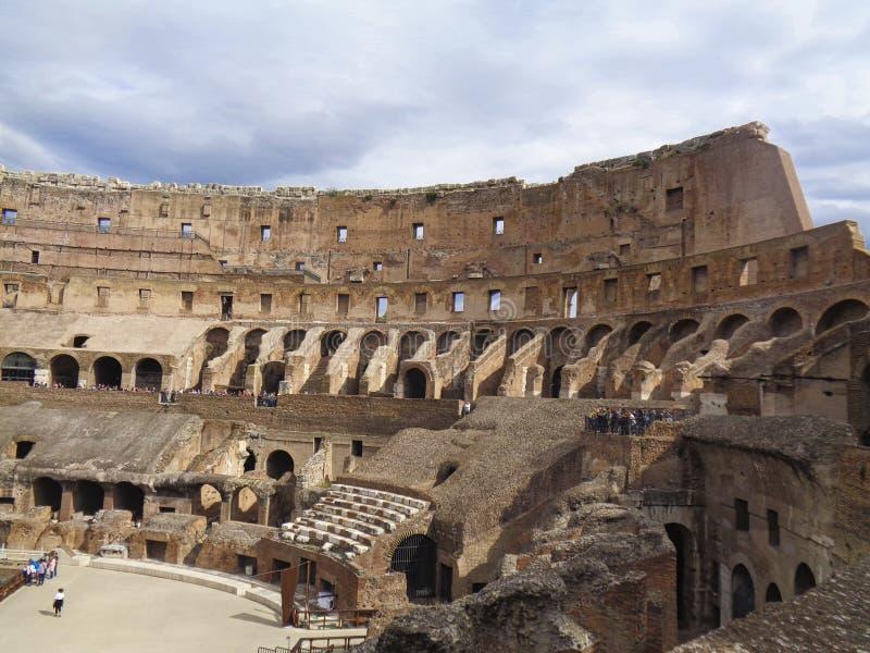 colloseum w Rome z chmurnym niebem fotografia royalty free
