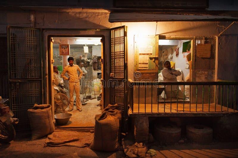 Colmado en las calles de Varanasi fotografía de archivo libre de regalías