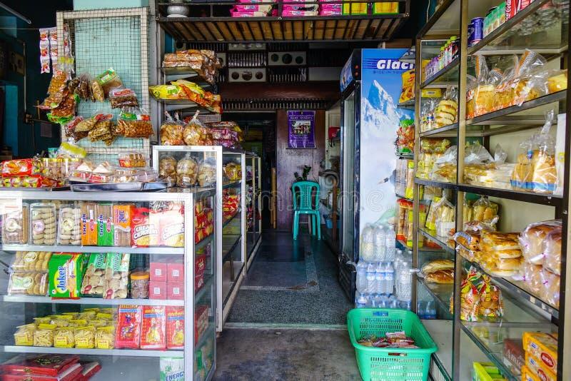 Colmado en Pyin Oo Lwin, Myanmar imagen de archivo libre de regalías