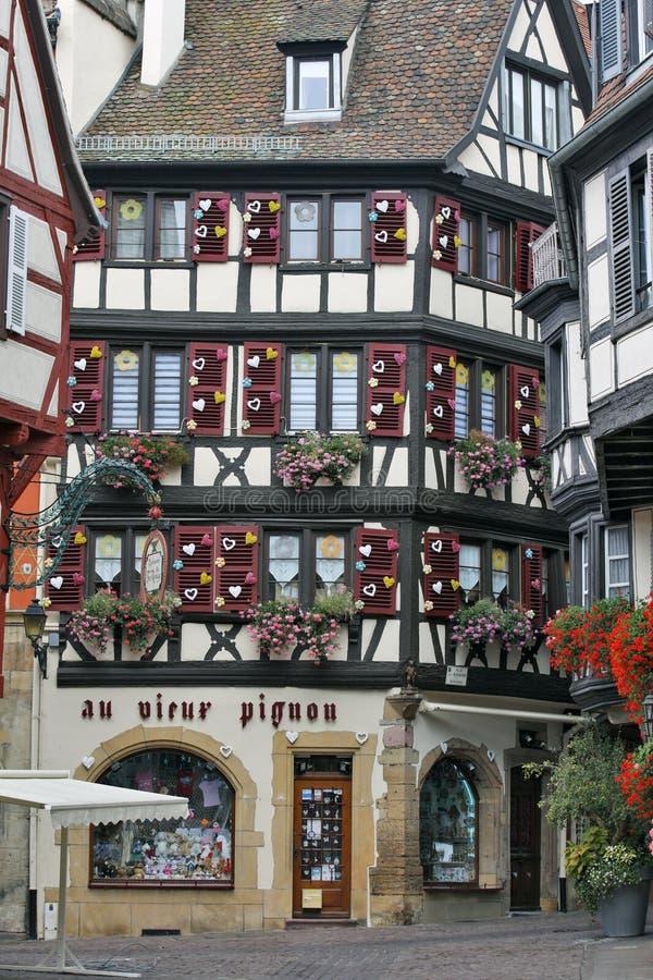 Colmar Frankrike - pittoreskt historiskt hus i centret arkivfoto