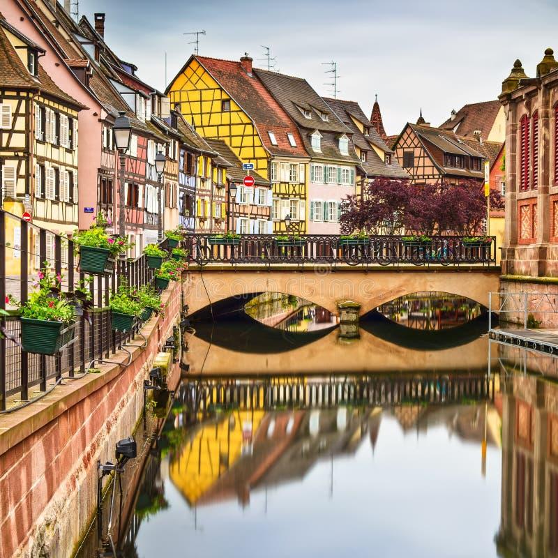 Colmar, petite Venise, pont, canal de l'eau, maisons traditionnelles. A image stock
