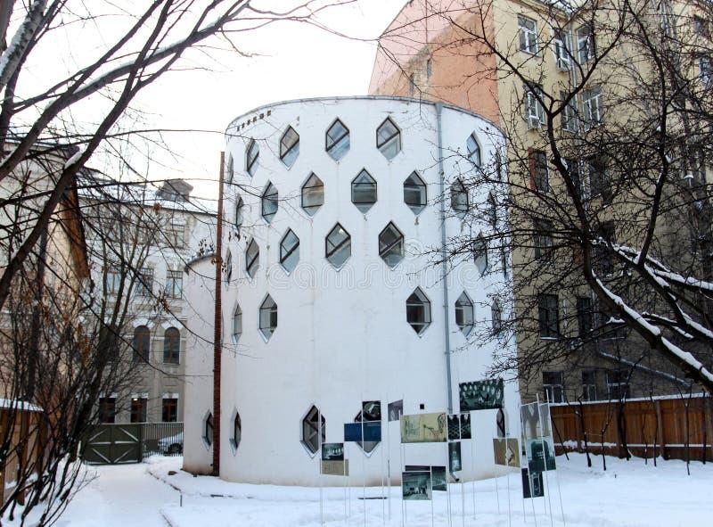 Colmena interesante de la casa de la arquitectura de la foto imágenes de archivo libres de regalías