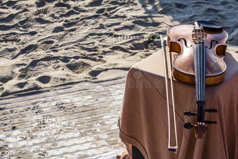 Colocação antiga do violino fotografia de stock royalty free