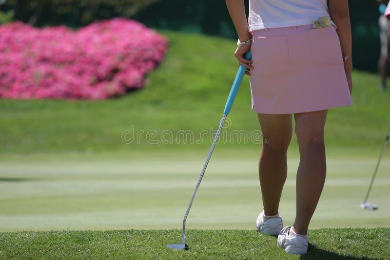 Colocação do golfe da senhora fotografia de stock royalty free