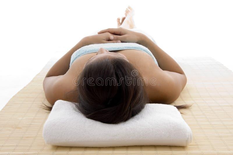 Colocar modelo apronta-se para tomar a massagem imagens de stock