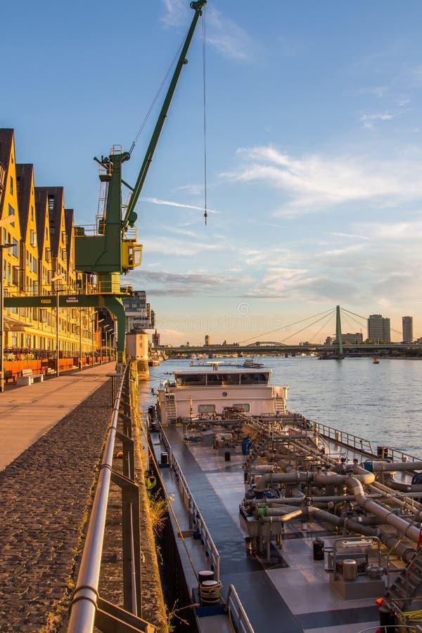 Cologne de la 'promenade' del río foto de archivo