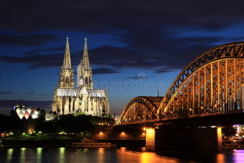 cologne katedralna noc obrazy royalty free