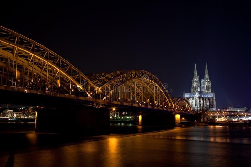Cologne la nuit image stock