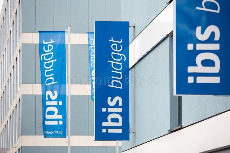 Cologne, Rhénanie-du-Nord-Westphalie/Allemagne - 26 11 18 : les hôtels de budget d'IBIS signe dedans le cologne Allemagne photos libres de droits