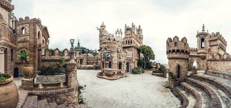 Colomares城堡全景  库存图片