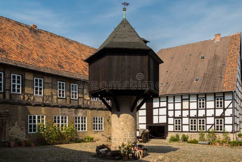 Colombaia medievale del cortile del palazzo fotografia stock libera da diritti