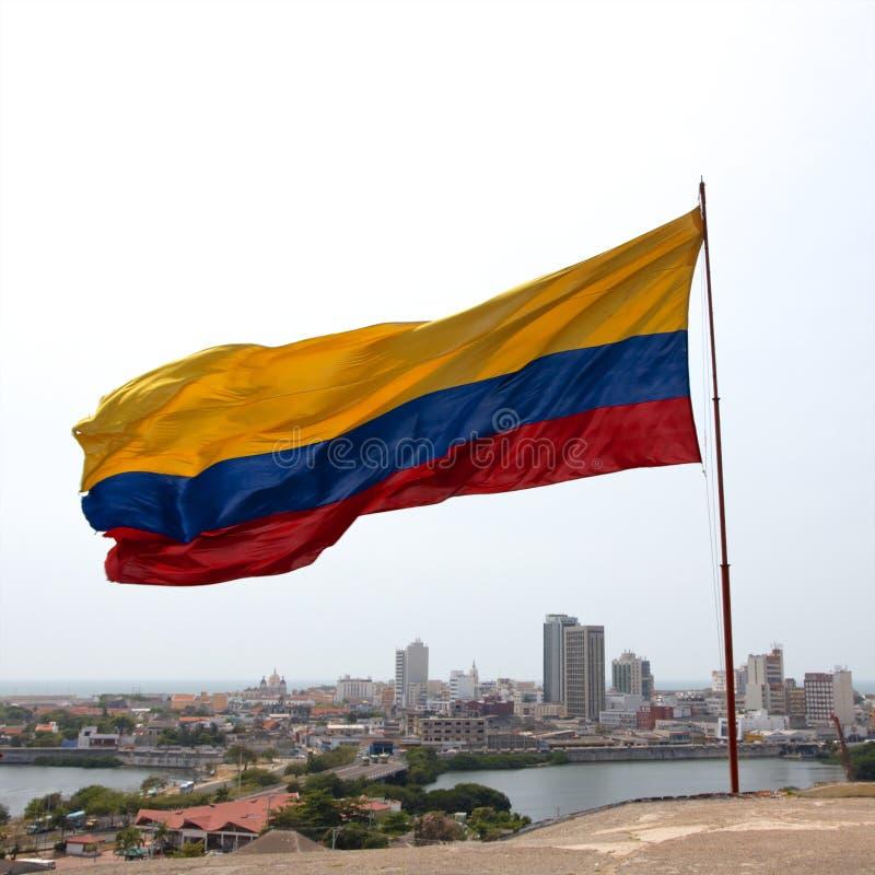 Colombiansk flagga över Cartagena arkivbilder