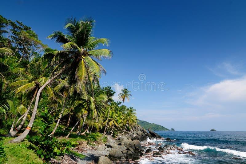 Colombiansk karibisk kust nära den Panama gränsen arkivfoton