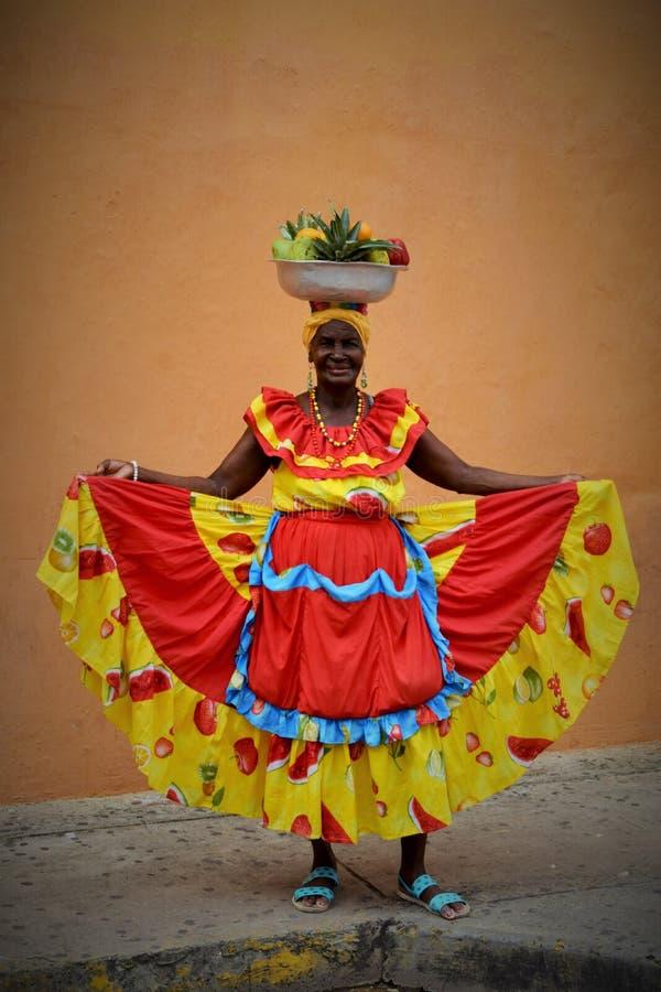 Colombiansk kvinna i Cartagena royaltyfria bilder