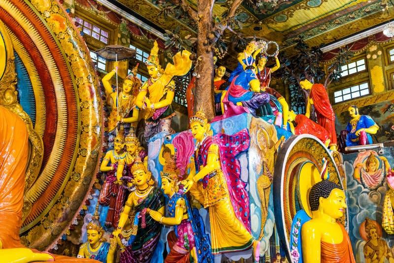 COLOMBO, SRI LANKA - 13 NOVEMBRE 2018: Gruppo di statue nel tempio di Gangaramaya immagini stock libere da diritti