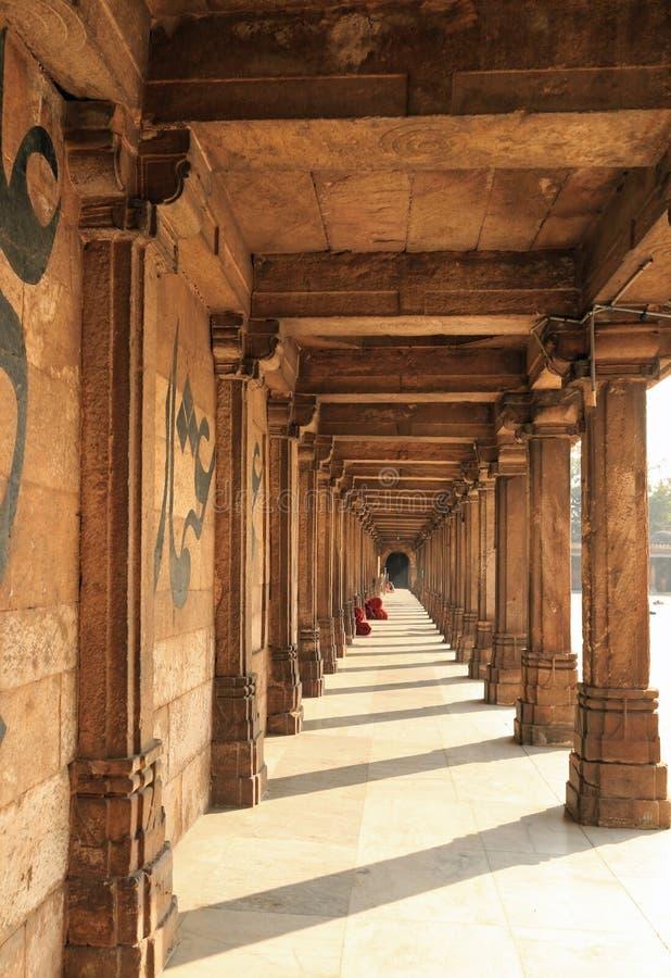 Colonade em Jama Masjid imagens de stock royalty free