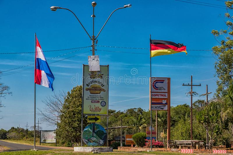 Colonia Independencia, Paraguay - 14. Mai 2018: Karussell am Eingang von Colonia Independencia in Paraguay stockfotografie